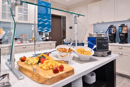 Food and Drink | Homewood Suites by Hilton Des Moines Airport