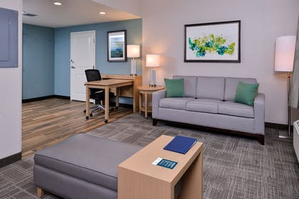 Living Area | Homewood Suites by Hilton Des Moines Airport