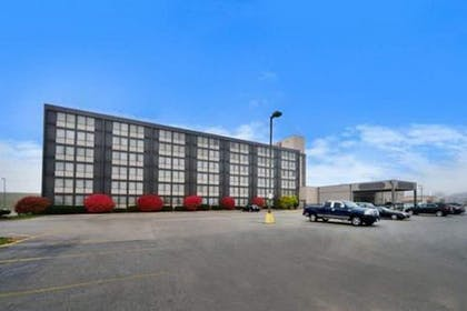 Parking | Ramada by Wyndham Cedar Rapids