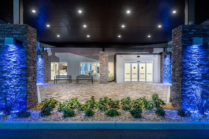Property Entrance | Holiday Inn Express And Suites Punta Gorda