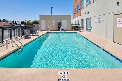 Pool | Holiday Inn Express And Suites El Paso East