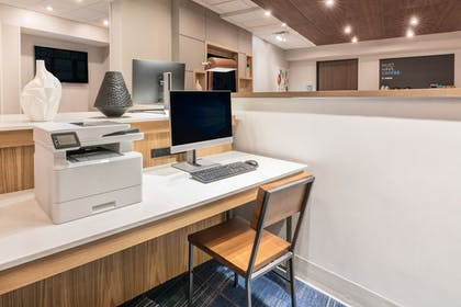 Business Center | Holiday Inn Express And Suites Lake Havasu - London Bridge