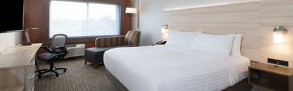 Guestroom   Holiday Inn Express and Suites Kalamazoo West
