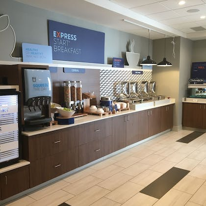 Breakfast buffet | Holiday Inn Express and Suites Nebraska City