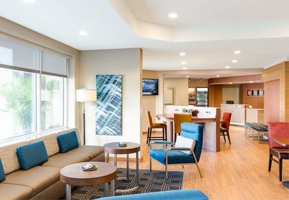 Hotel Bar   TownePlace Suites by Marriott Clarksville
