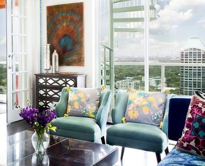 Living Area | MIA Luxe Properties at Mutiny Park Condominium-Hotel