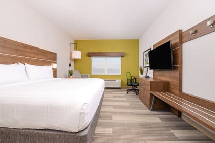 Guestroom   Holiday Inn Express & Suites Alachua - Gainesville Area