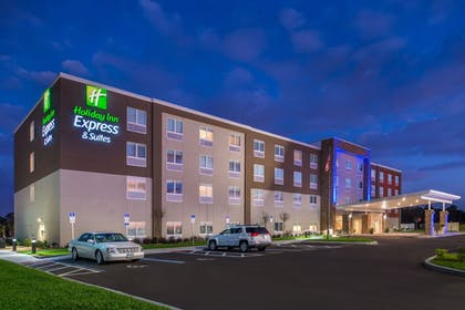 Hotel Front - Evening/Night   Holiday Inn Express & Suites Alachua - Gainesville Area