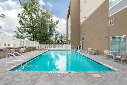 Pool   Holiday Inn Express & Suites Alachua - Gainesville Area
