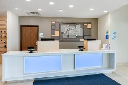 Reception   Holiday Inn Express & Suites Alachua - Gainesville Area
