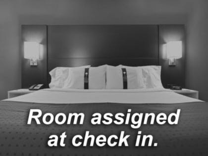 Room | Holiday Inn Express & Suites Nashville North - Springfield