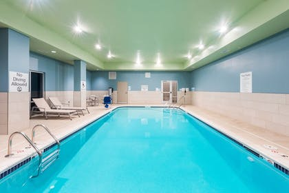 Pool | Holiday Inn Express & Suites St. Louis - Chesterfield