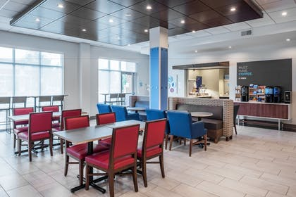 Restaurant | Holiday Inn Express & Suites St. Louis - Chesterfield