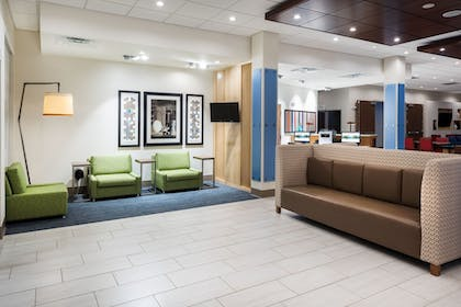 Lobby | Holiday Inn Express & Suites St. Louis - Chesterfield
