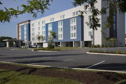 Building design | SpringHill Suites by Marriott Newark Downtown
