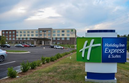 Exterior | Holiday Inn Express & Suites Raleigh Airport - Brier Creek