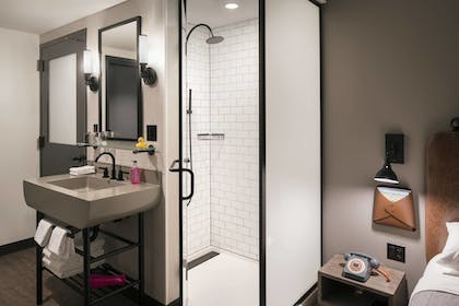 Guestroom | Moxy Chicago Downtown