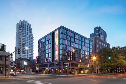 Exterior | Moxy Chicago Downtown