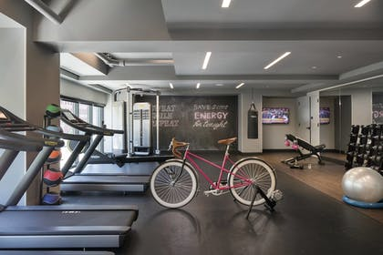 Sports Facility | Moxy Chicago Downtown