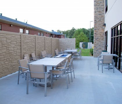 Outdoor Dining   Holiday Inn Express and Suites White Hall