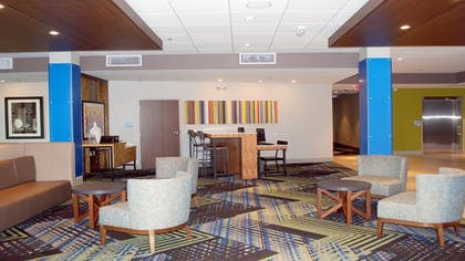 Lobby Sitting Area   Holiday Inn Express and Suites White Hall