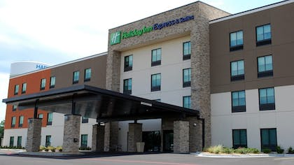 Featured Image   Holiday Inn Express and Suites White Hall