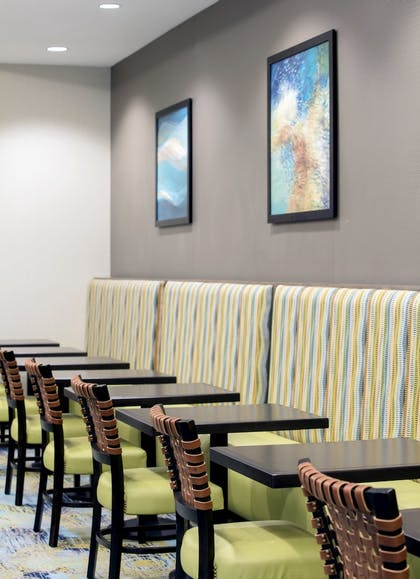 Breakfast Area | SpringHill Suites by Marriott Orlando Theme Parks/Lake Buena Vista