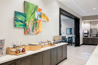 Breakfast buffet | SpringHill Suites by Marriott Orlando Theme Parks/Lake Buena Vista