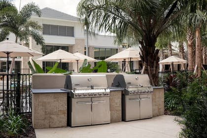 BBQ/Picnic Area | SpringHill Suites by Marriott Orlando Theme Parks/Lake Buena Vista