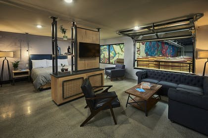 Guestroom   DogHouse Hotel and Brewery