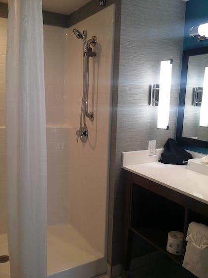 Bathroom Shower | South Bay Inn & Suites