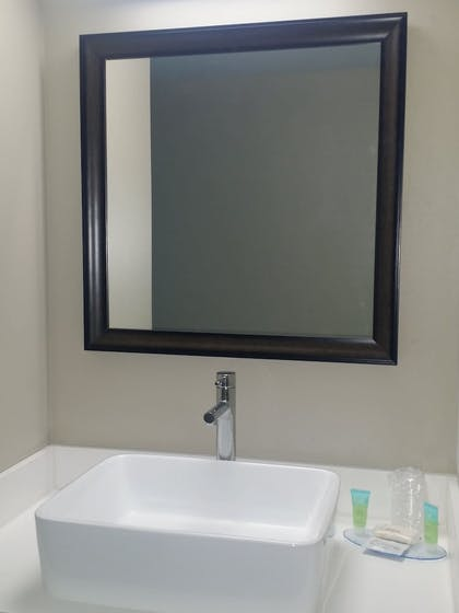 Bathroom Amenities | South Bay Inn & Suites