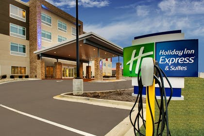 Parking | Holiday Inn Express & Suites Mt Sterling North