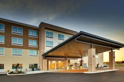 Exterior | Holiday Inn Express & Suites Findlay North