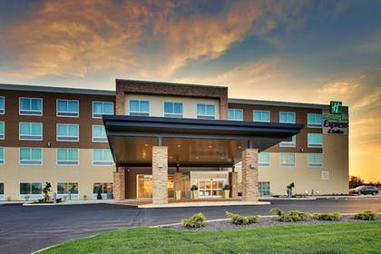 Featured Image | Holiday Inn Express & Suites Findlay North