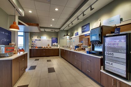Restaurant | Holiday Inn Express & Suites Findlay North