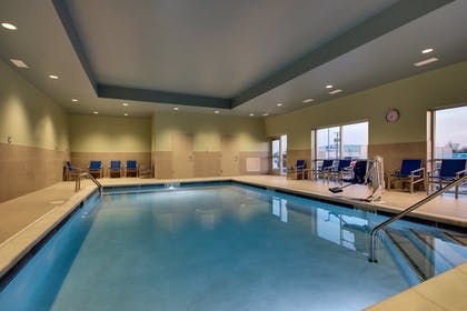 Pool | Holiday Inn Express & Suites Findlay North