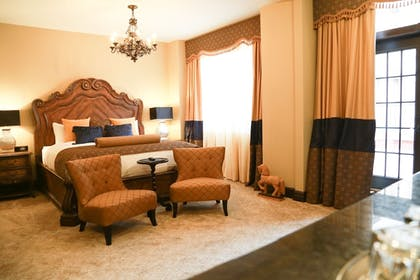 Guestroom | The Detroit Club-Hotel