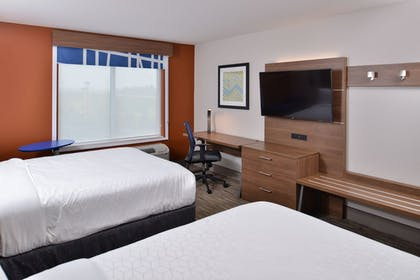 Room | Holiday Inn Express & Suites Marshalltown