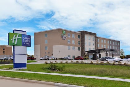 Featured Image | Holiday Inn Express & Suites Marshalltown