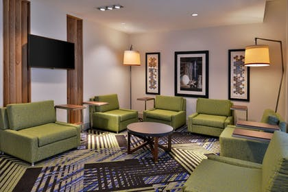 Lobby Sitting Area | Holiday Inn Express & Suites Marshalltown