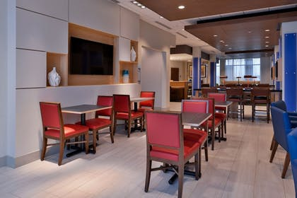 Lobby | Holiday Inn Express & Suites Marshalltown
