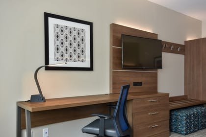 Room | Holiday Inn Express & Suites Charlotte - Ballantyne