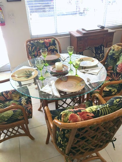 In-Room Dining | Key Largo Cottages