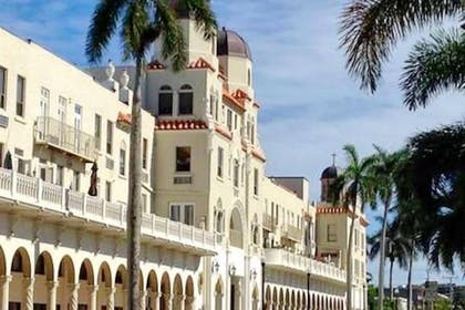 Hotel Front | Designer Decorated Palm Beach Hotel NEW