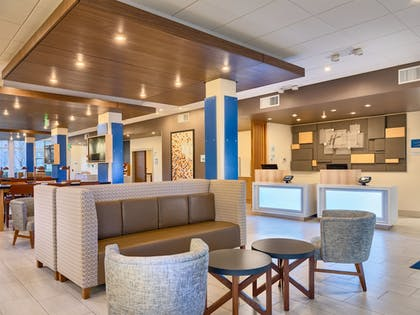 Lobby Sitting Area | Holiday Inn Express & Suites Salem North - Keizer