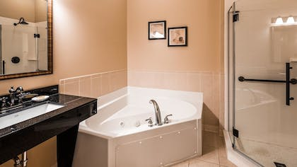 Jetted Tub   Best Western Plus Dutch Haus Inn and Suites