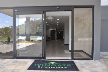 Hotel Entrance | Wingate by Wyndham Kissimmee Celebration