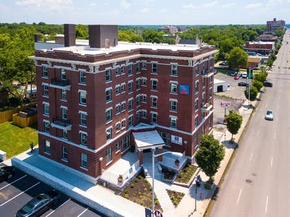Hotel Front | Quality Inn & Suites Kansas City Downtown