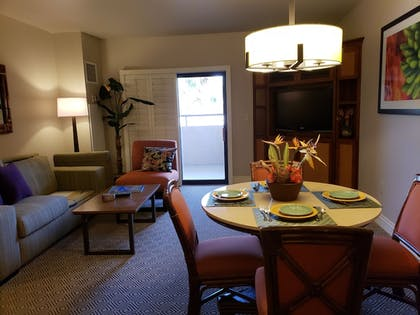 In-Room Dining | Suites at the Tahiti Village